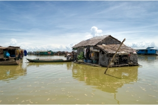 SERGE HORTA - THE FLOATING VILLAGES OF TONLÉ SAP